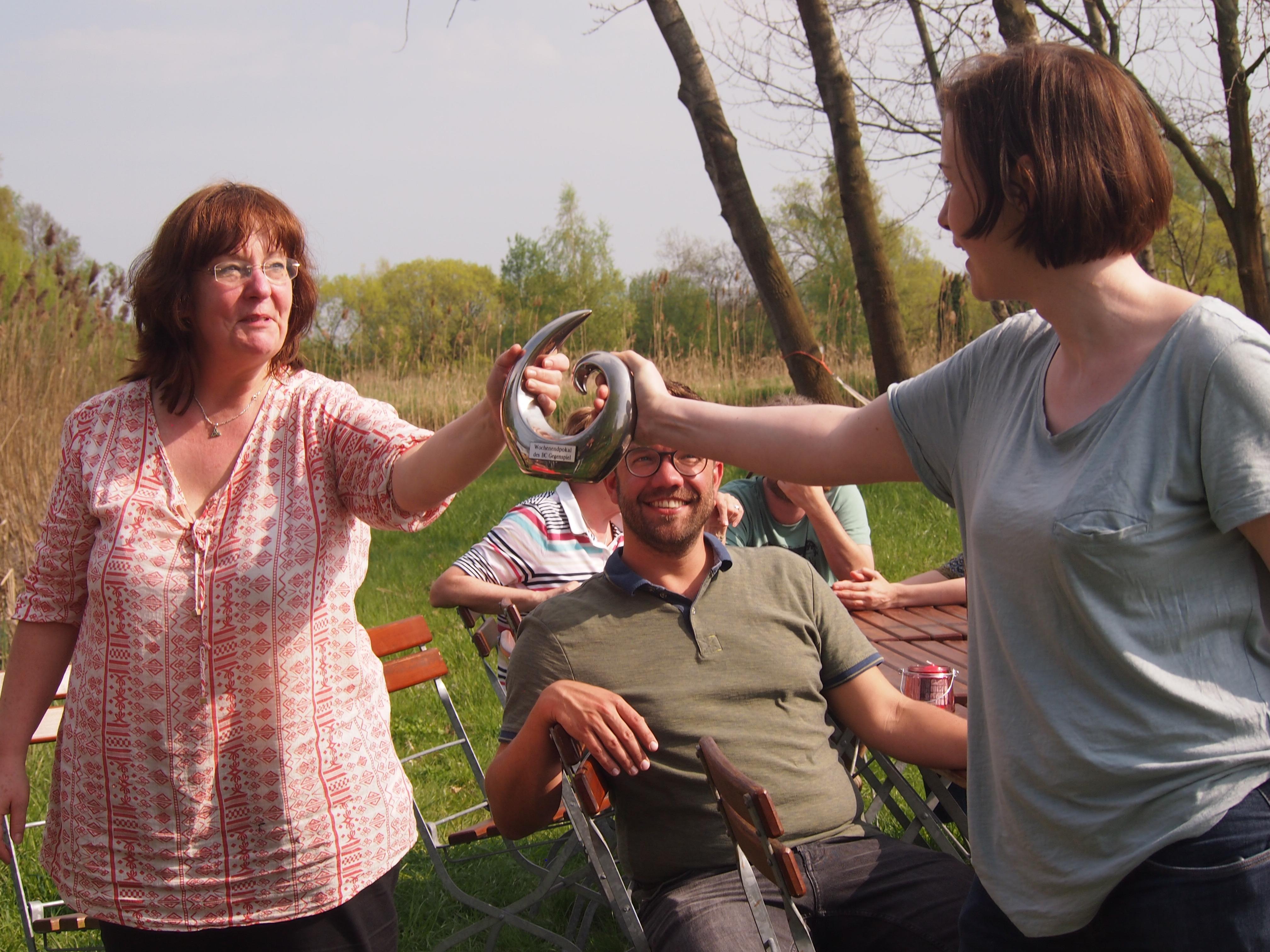 Karin und Mieke im Ringen um den Pokal